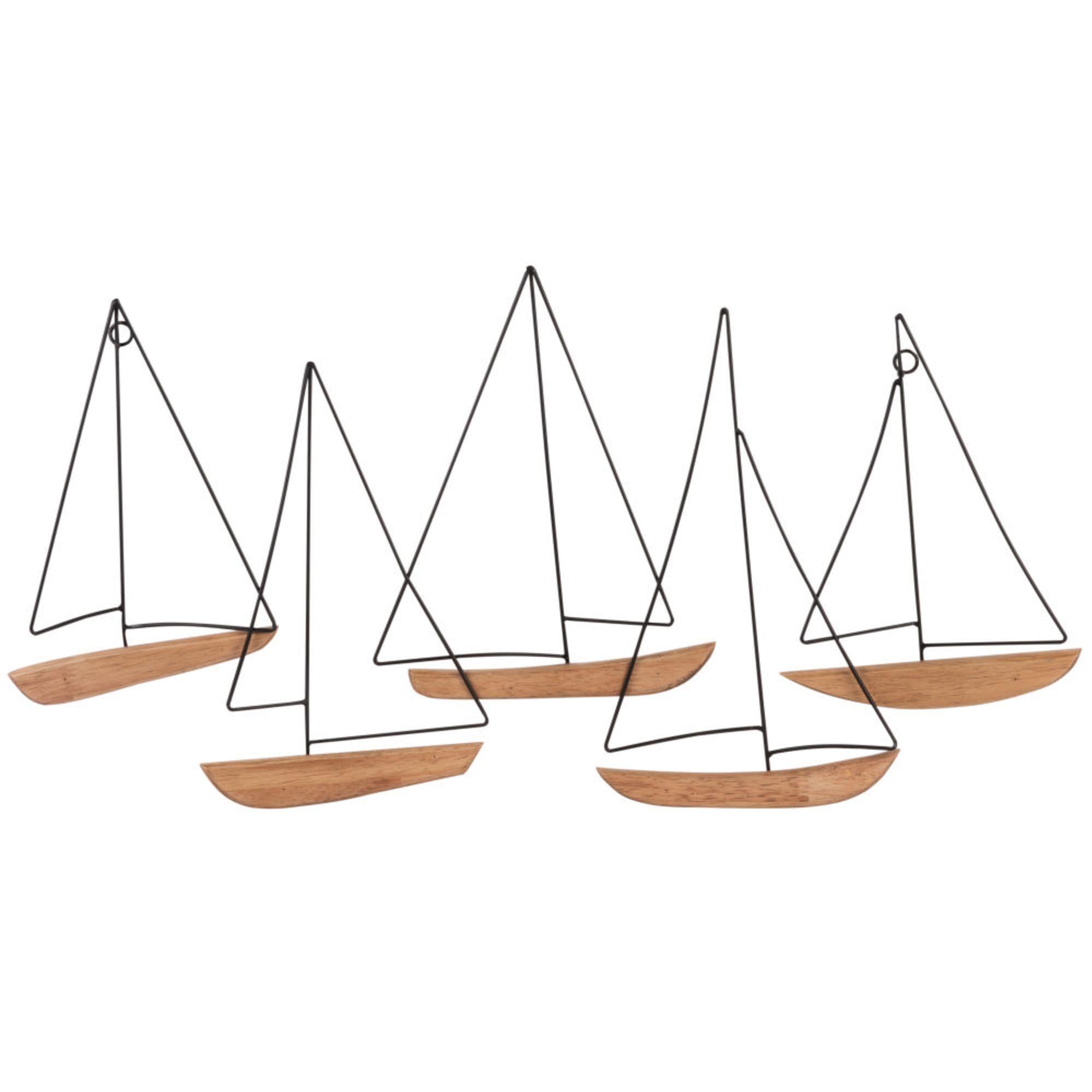 Bateaux en bois et métal.