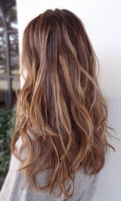 Le balayage fait la coiffure dégradée plus soulignée.
