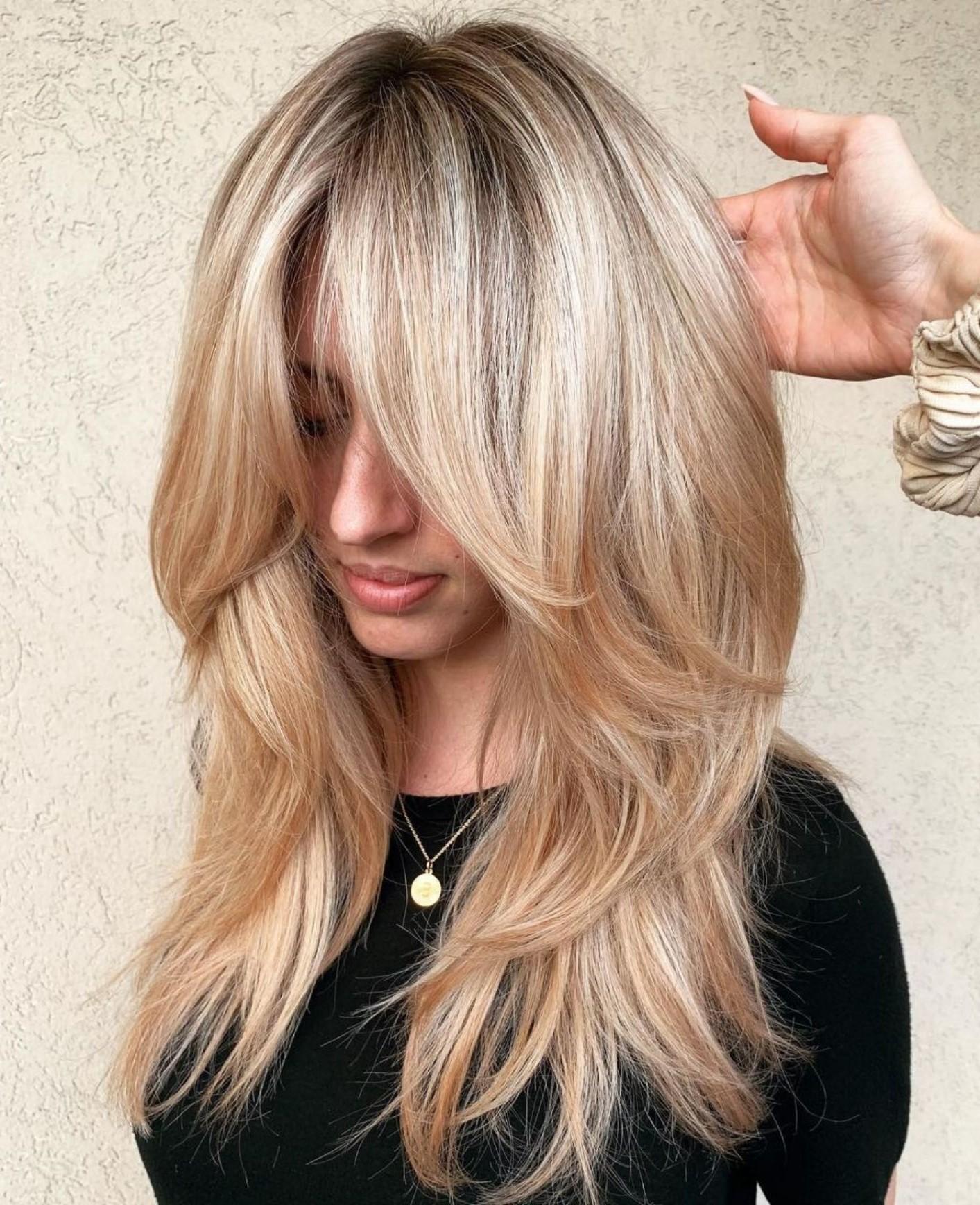 Les couches chic se distinguent encore mieux sur cheveux blonds.