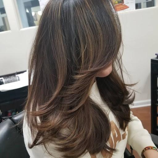 Cheveux longs dégradés - une coiffure qui ne se démodera jamais.