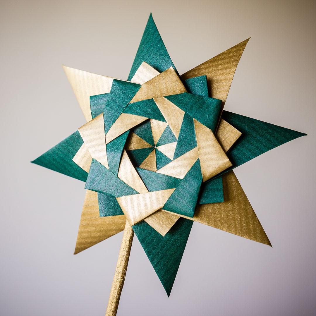 Tsutsumi, des emballages cadeaux en papier plié, ont été utilisés dans certaines cérémonies pour symboliser la sincérité et la pureté.
