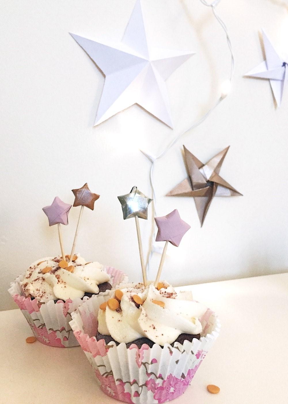 Étoile en origami facile comme décoration de fête.