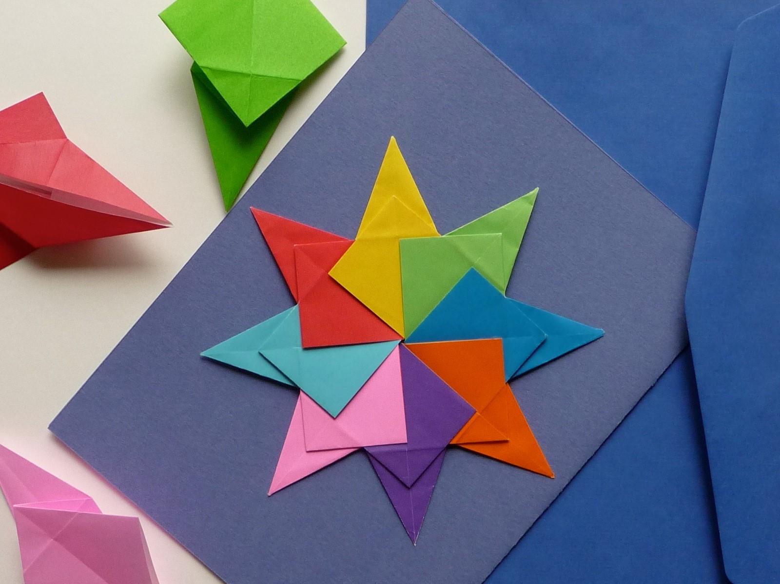 L'origami ne permettait initialement aucune découpe ou collage, mais les normes se sont considérablement assouplies au fil des années.