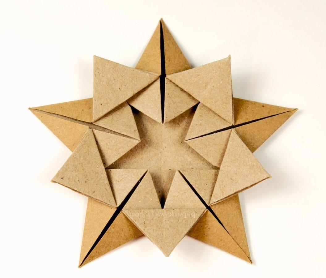 Les gens sont attirés par l'idée d'apprendre à plier des figurines en origami parce que le papier est une fourniture artisanale bon marché.