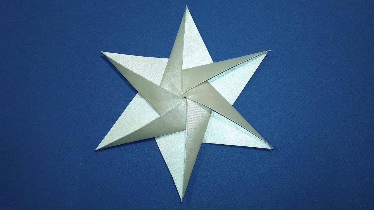 Les moines japonais ont plié des figurines en origami à des fins religieuses.