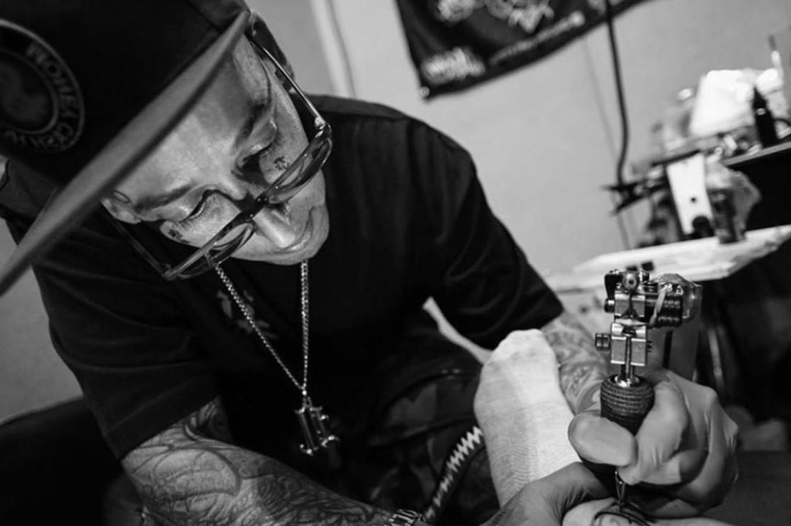 Lorsque vous choisissez un tatoueur, faites toujours une recherche détaillée.