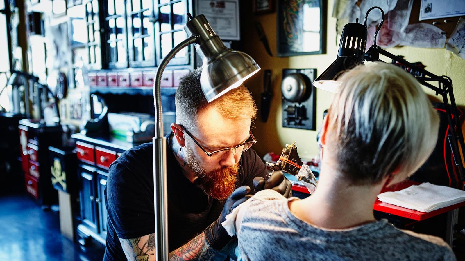 Soyez patient lorsque vous êtes au studio de tatouage.