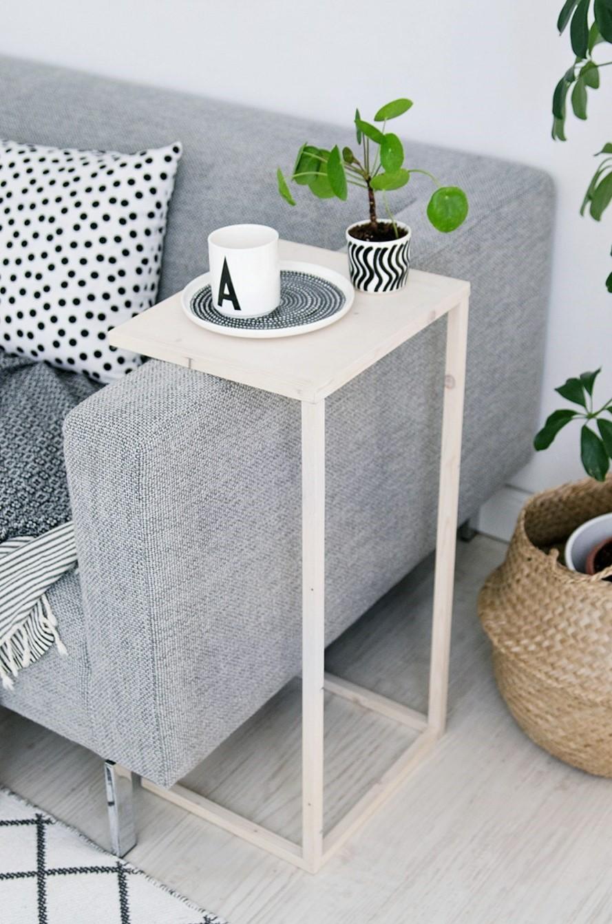 Table d'appoint qui est juste le complément parfait à votre canapé.