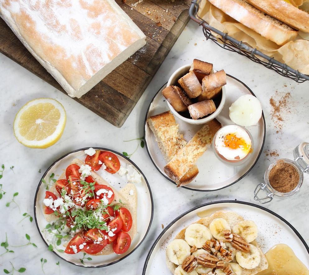 Petit-déjeuner sain pour bien commencer la journée.