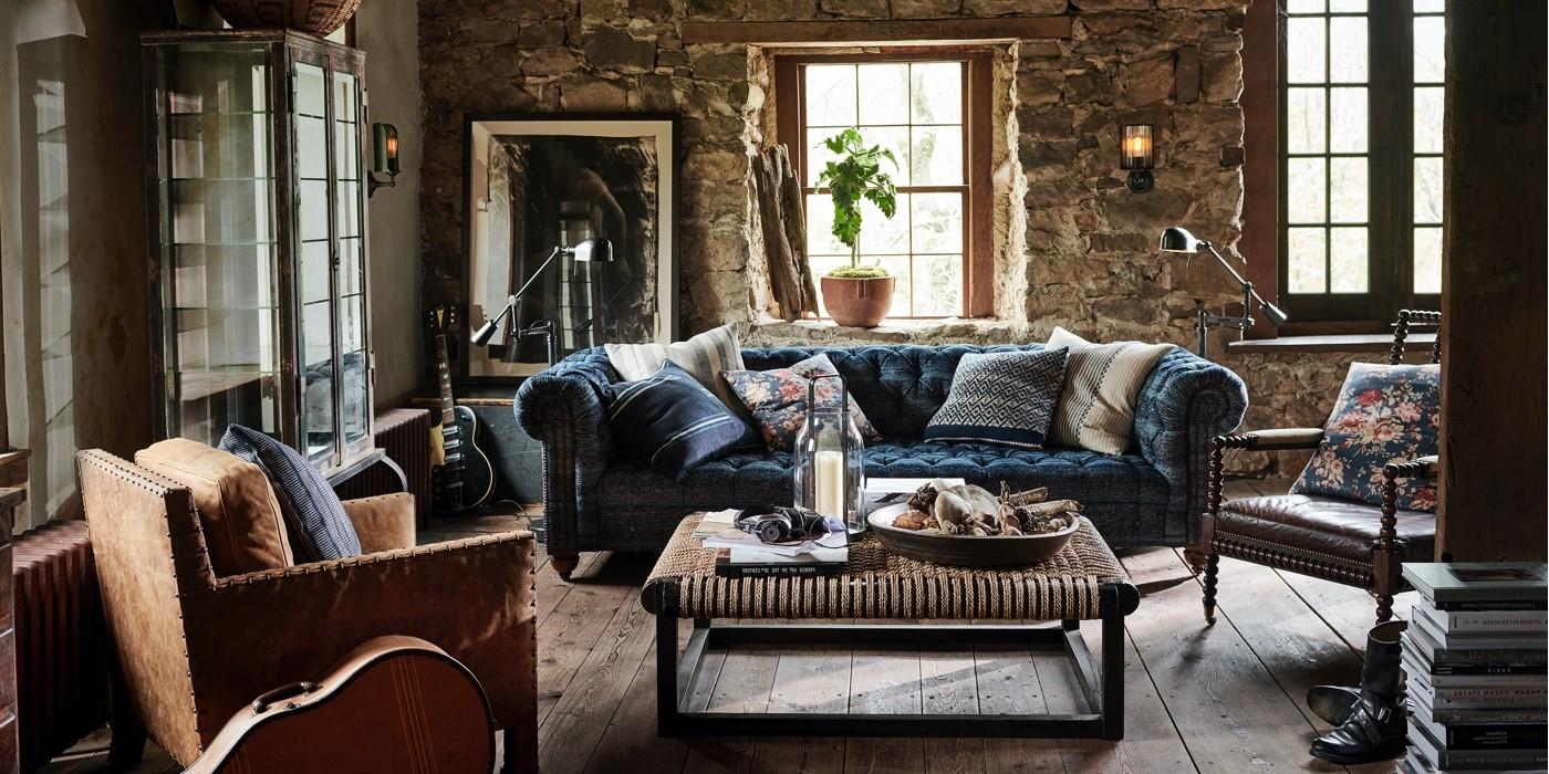 Canapé en velours - une partie essentielle de chaque salle de séjour confortable.