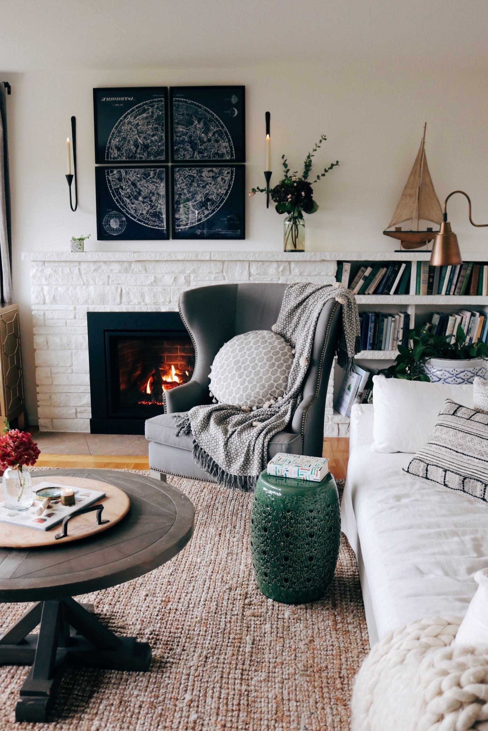 L'ajout d'un joli fauteuil avec un oreiller sympa est un pas de plus vers la pièce la plus confortable de votre maison.