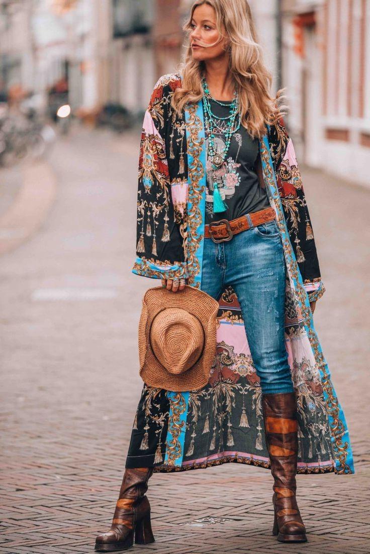 Le style bohème est défini comme un type de mode alternatif, différent des tendances dominantes d'une période donnée.