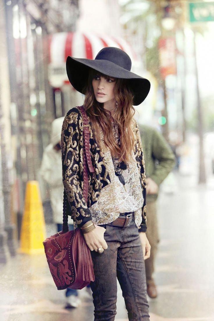 À l'époque où le mouvement hippie s'opposait aux modes de vie conventionnels, les nouveaux styles de vêtements devenaient populaires.