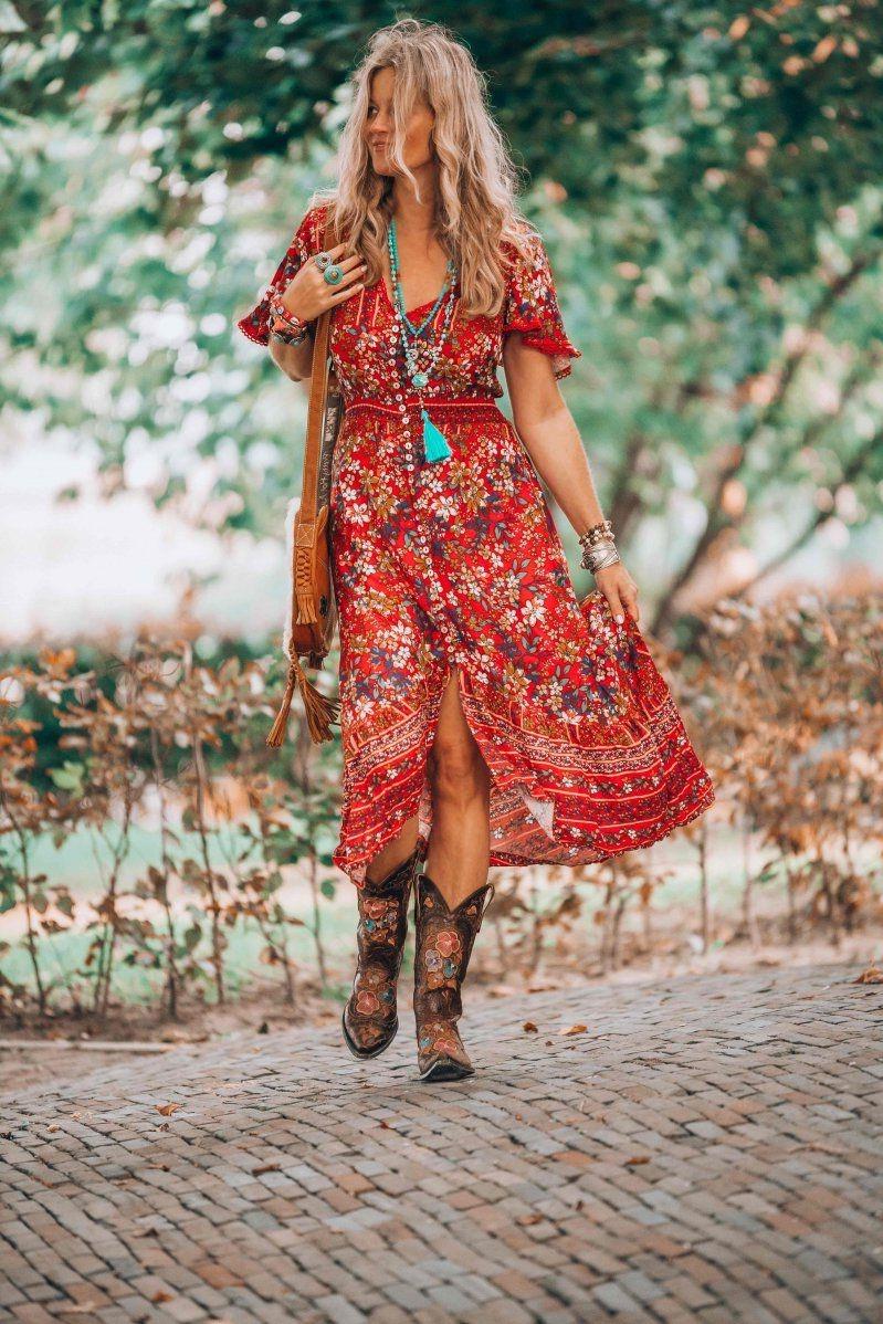 En conséquence, les artistes de l'époque ont commencé à porter des vêtements usagés et anciens.