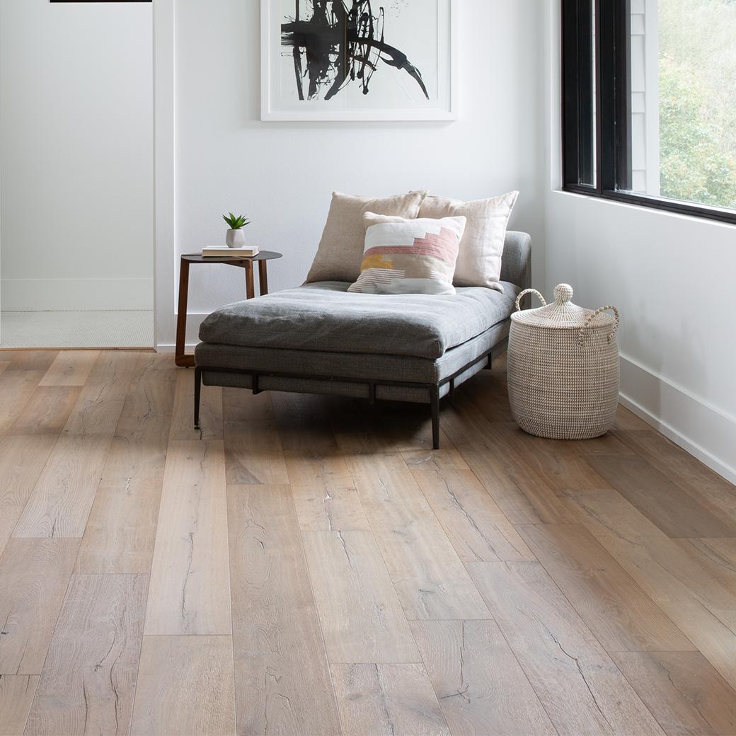 Le bois d'aspect naturel est toujours à la mode.