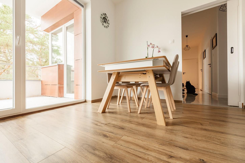 Tendances parquet en 2020: idée plancher en bois pour votre cuisine.