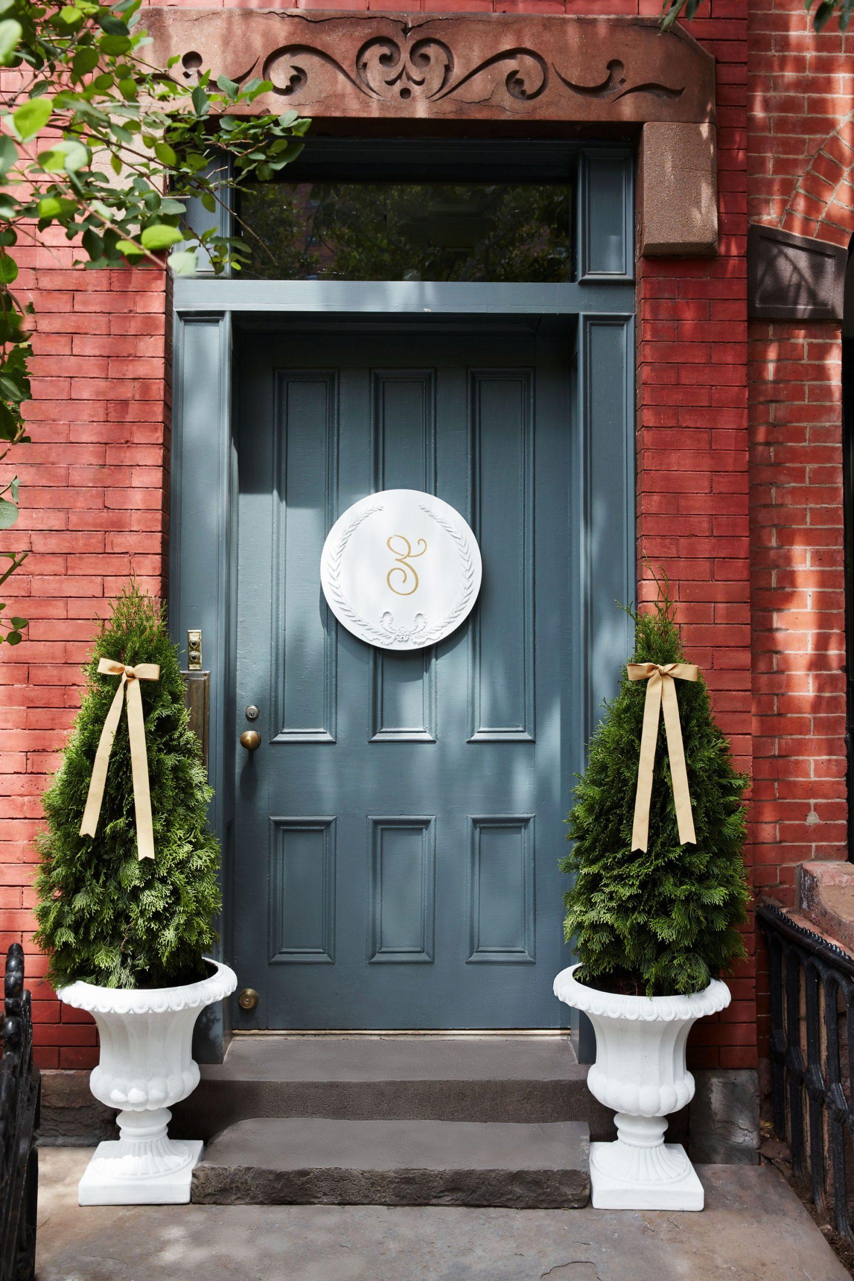 Aménagement de porte d'entrée élégant.