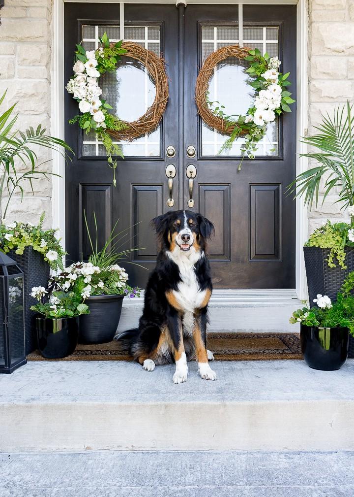 Pour les doubles portes, doublez la décoration!