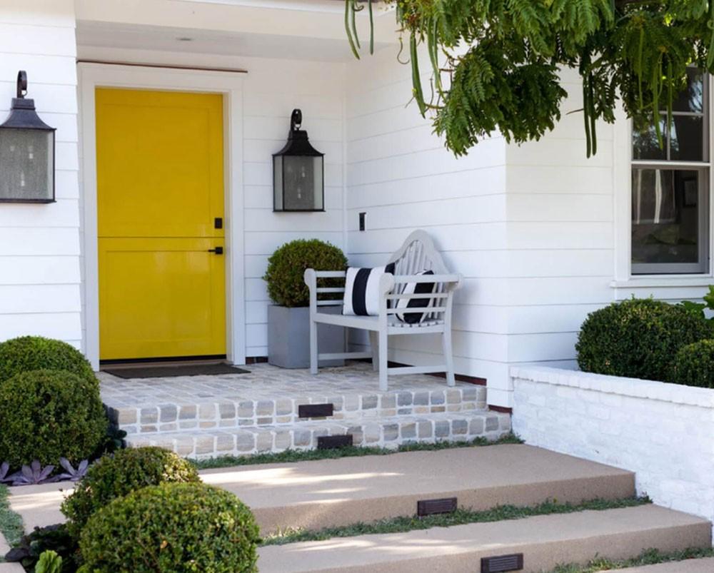 Aménagement de porte d'entrée: un petit banc confortable fera une grande différence.