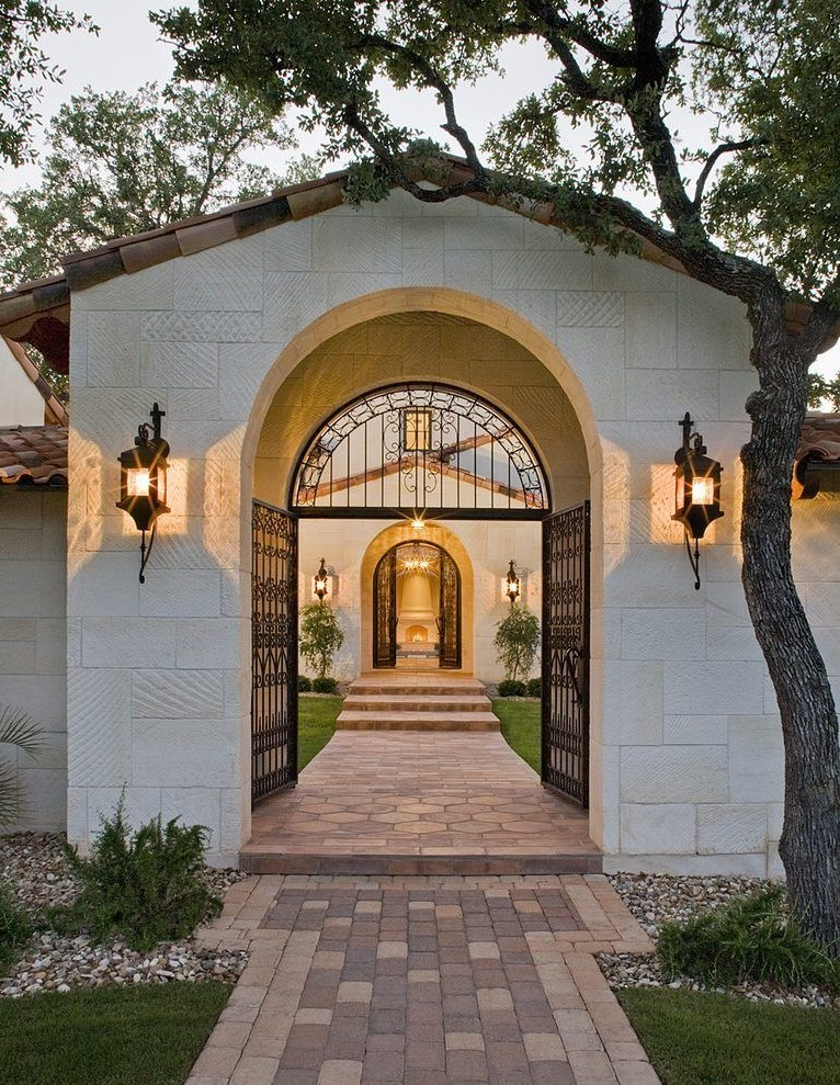 Aménagement de porte d'entrée luxueux.