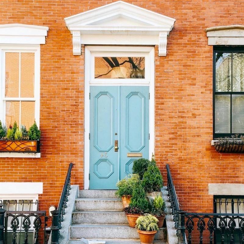 Aménagement de porte d'entrée simple mais magnifique.