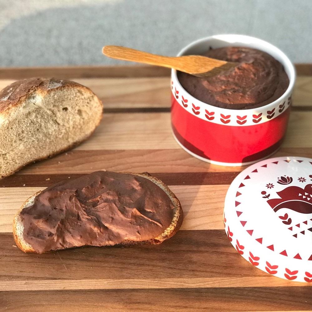 Essayez ce dessert que j'ai trouvé dans les blogs de recettes pour Thermomix: pâte à tartiner.