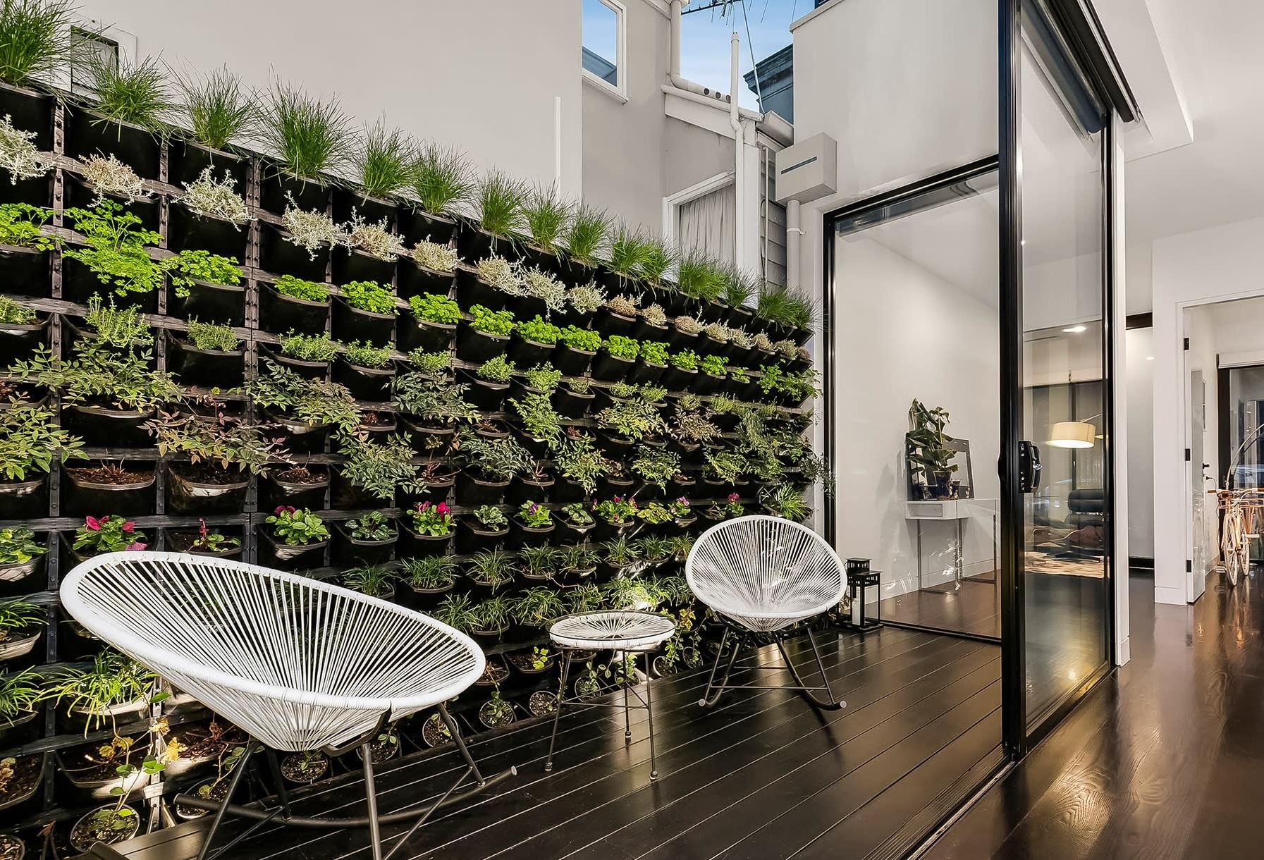 Mur de plantes créatif.