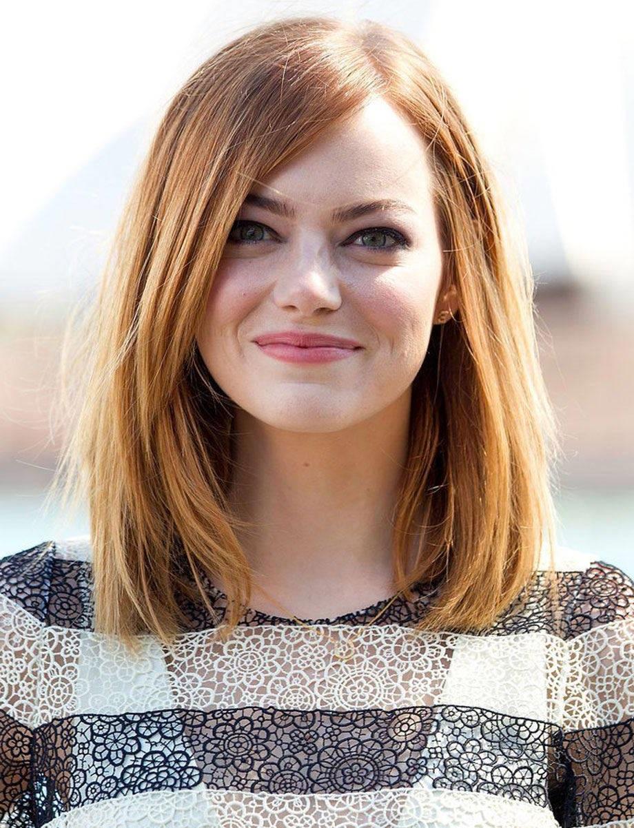 Emma Stone avec coiffure pour visage rond.