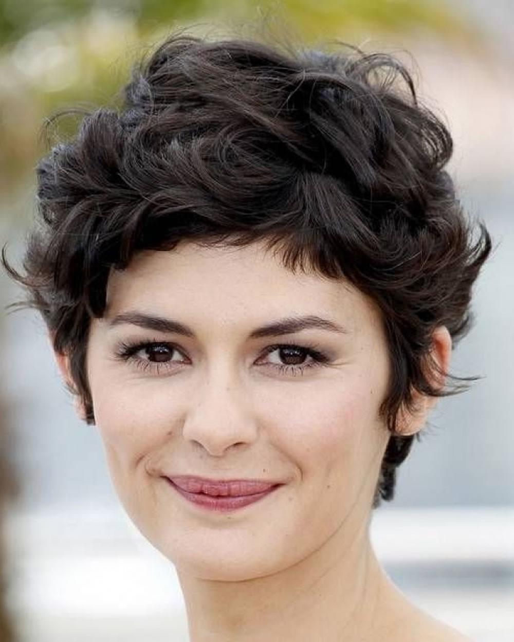 Audrey Tautou avec une coiffure pour visage rond.