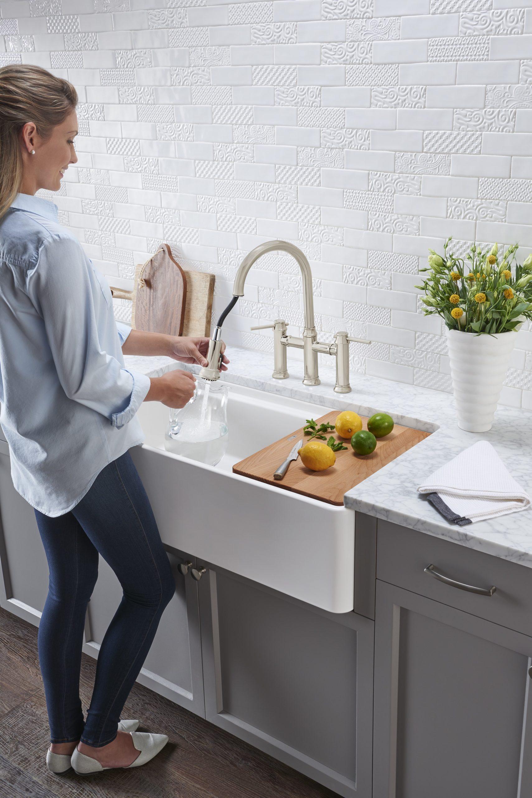 Le robinet extensible est très pratique dans la cuisine.
