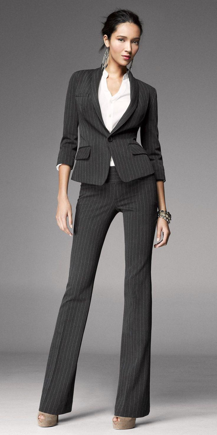 Tailleur femme avec une veste courte