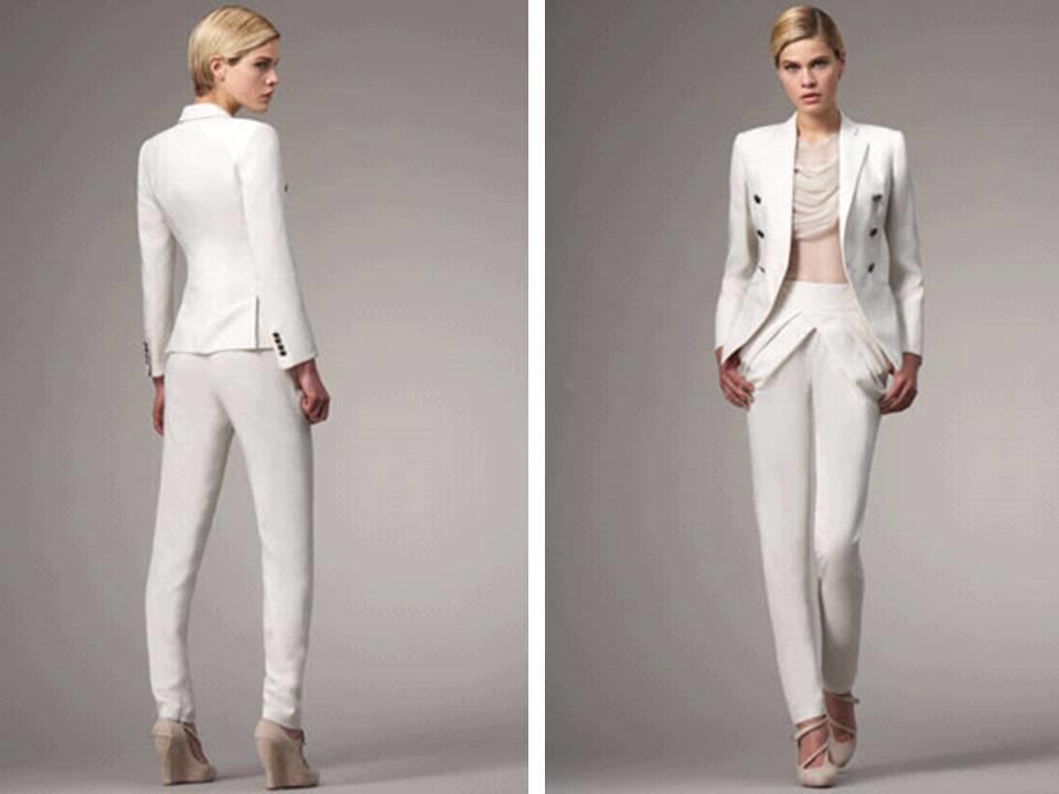 Un costume femme moderne en blanc