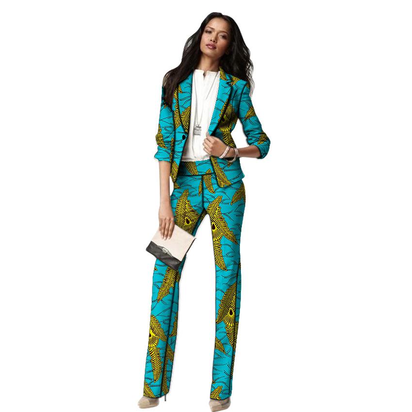 Tailleur femme élégante aux couleurs vives