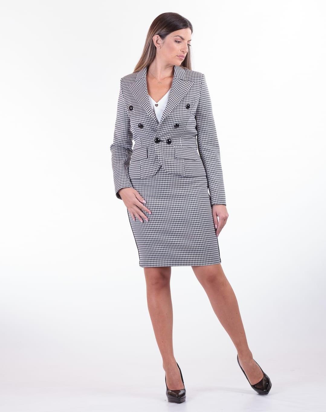 Costume femme avec une jupe grise écossaise