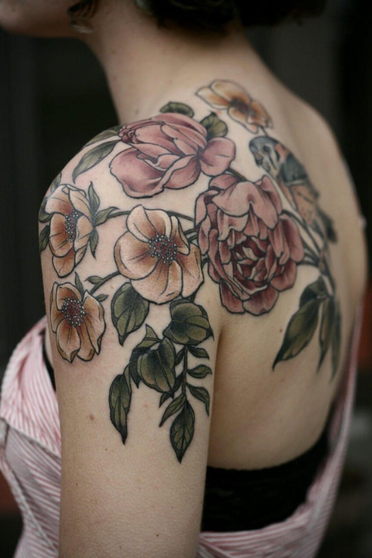 Tatouage floral.