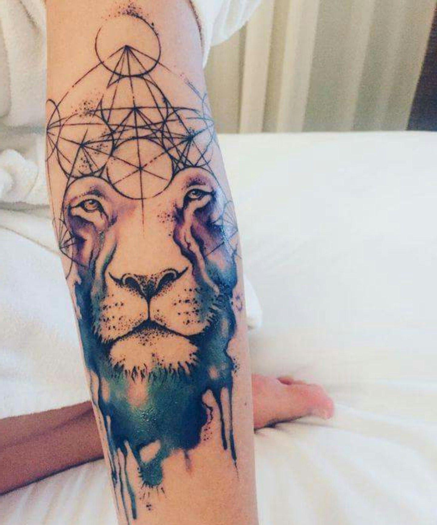 Lion avec des motifs géométriques.