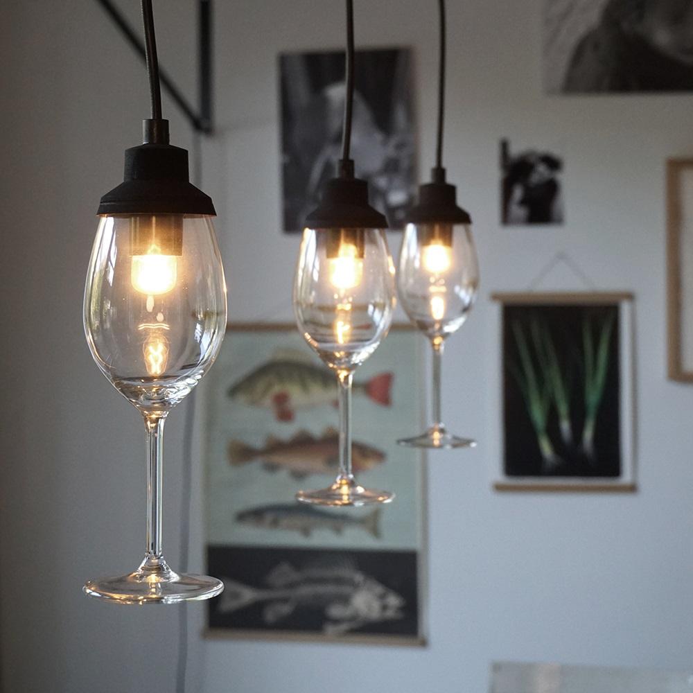 Idée curieuse avec des verres à vin.