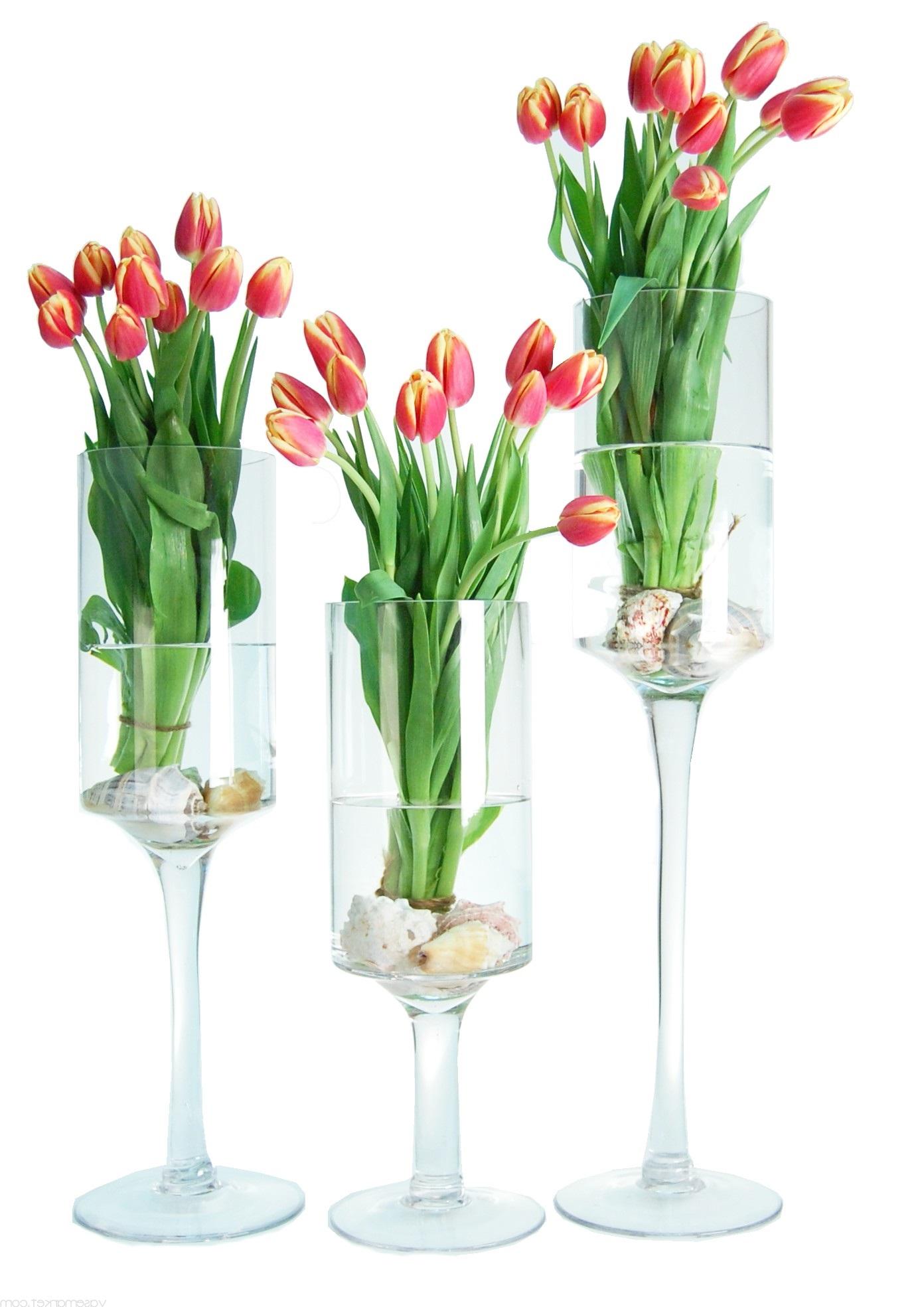 Verres à vin utilisés comme des vases.