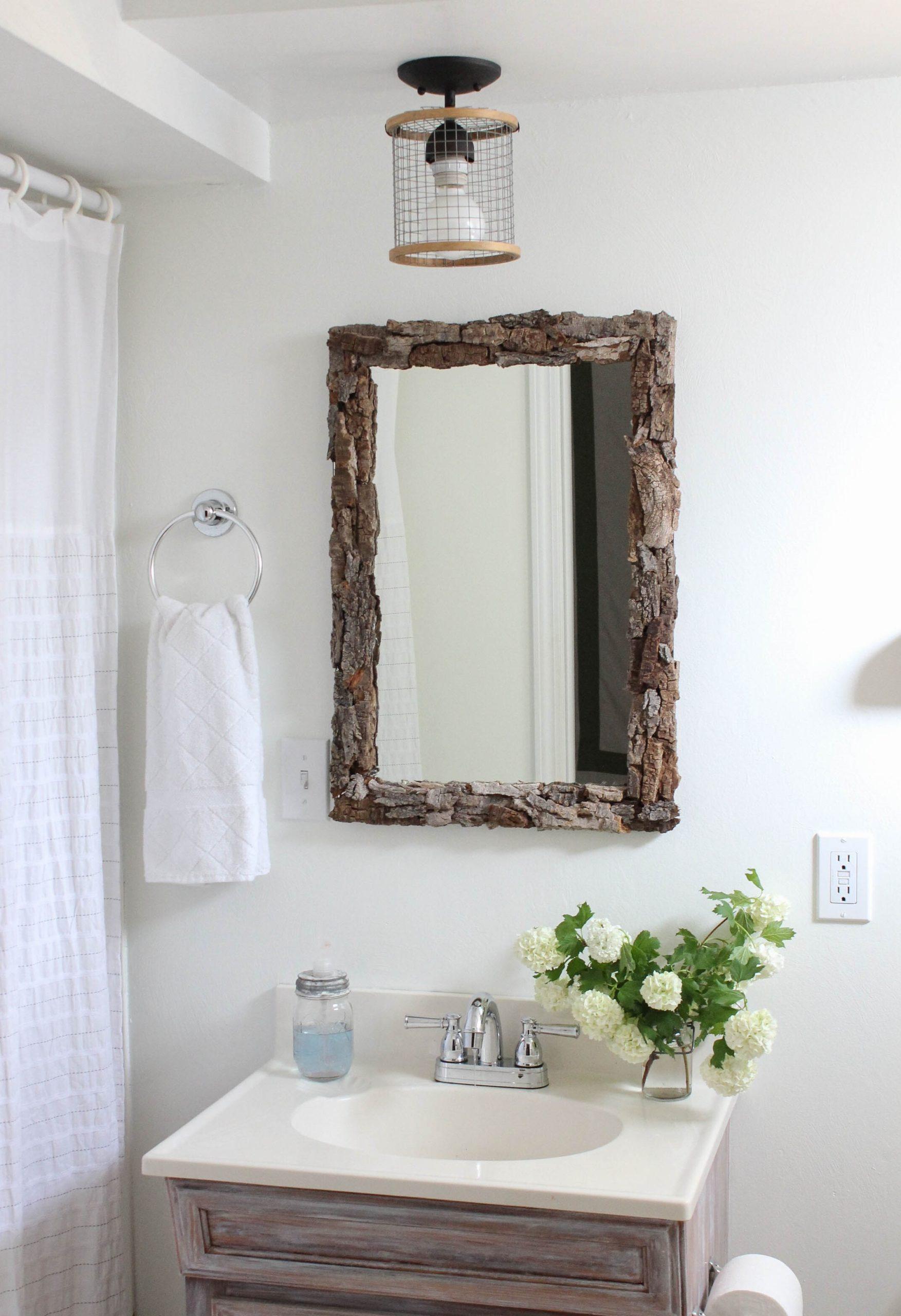Cadre pour miroir en bois.
