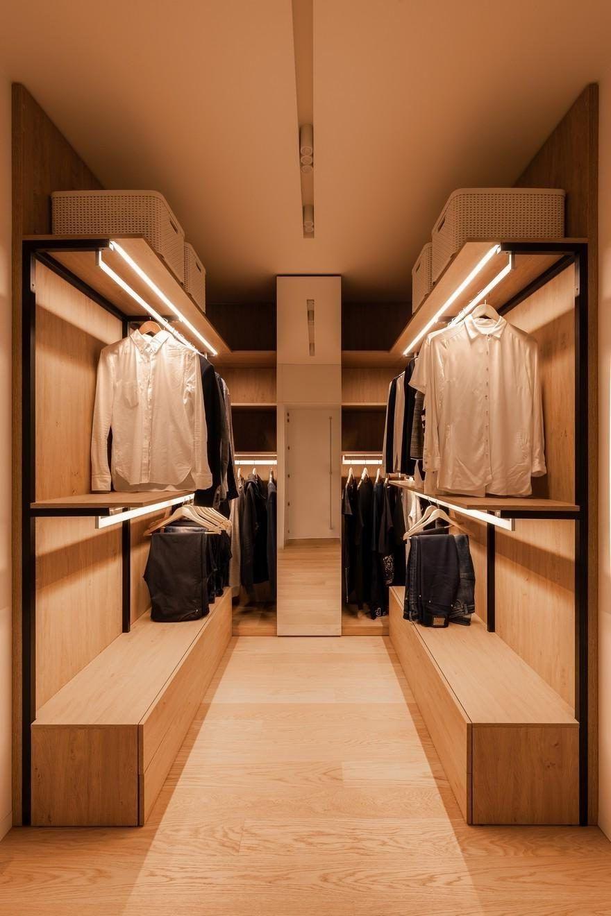 L'eglairage est une partie indispensable de chaque vestiaire.