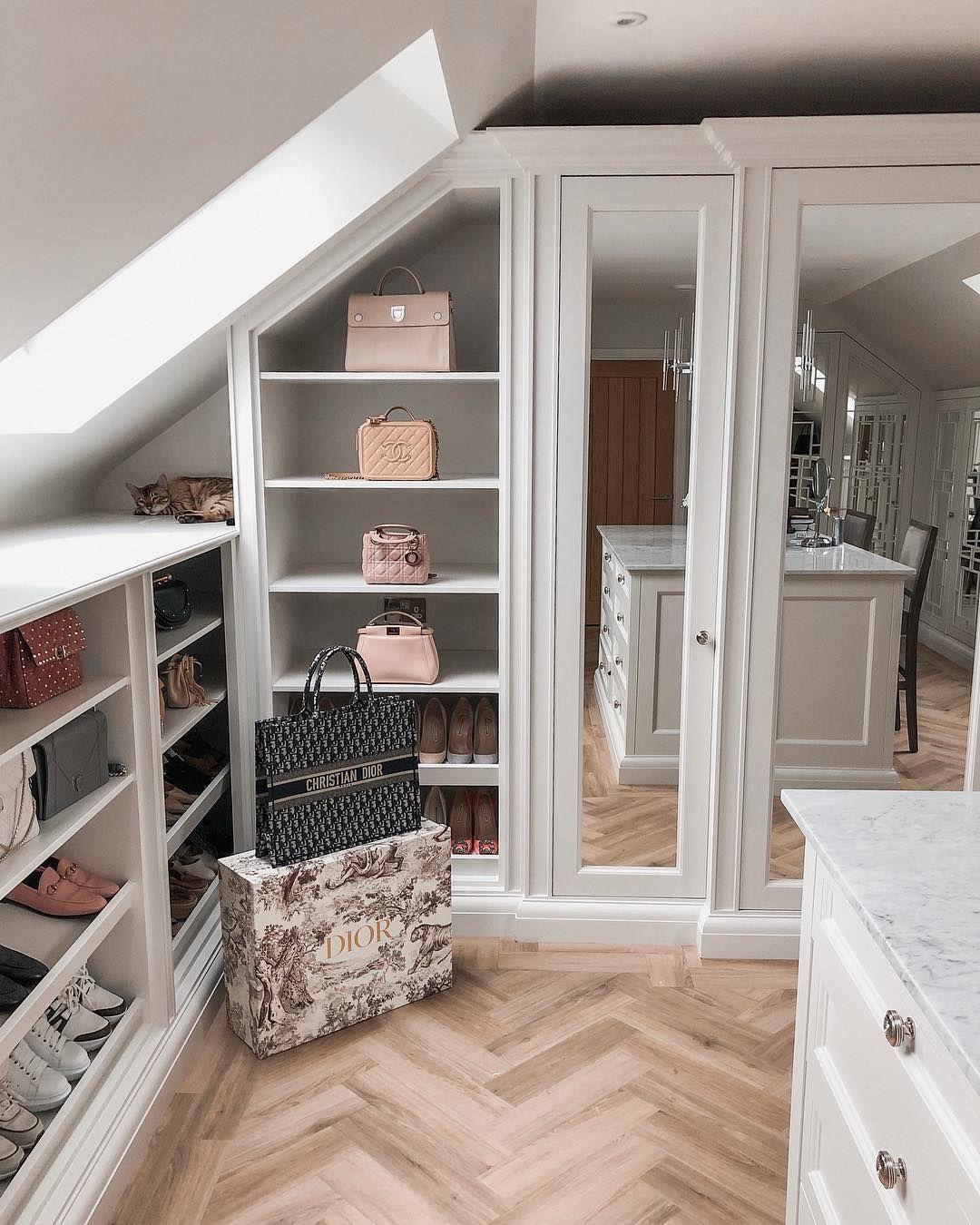 Vous pouvez transformer n'importe quelle chambre sous pente en un dressing superbe.