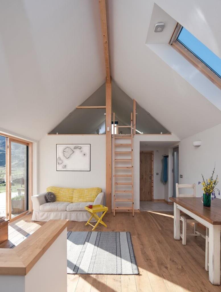 Gagnez de l'espace privée en créant une mezzanine dans votre salon.