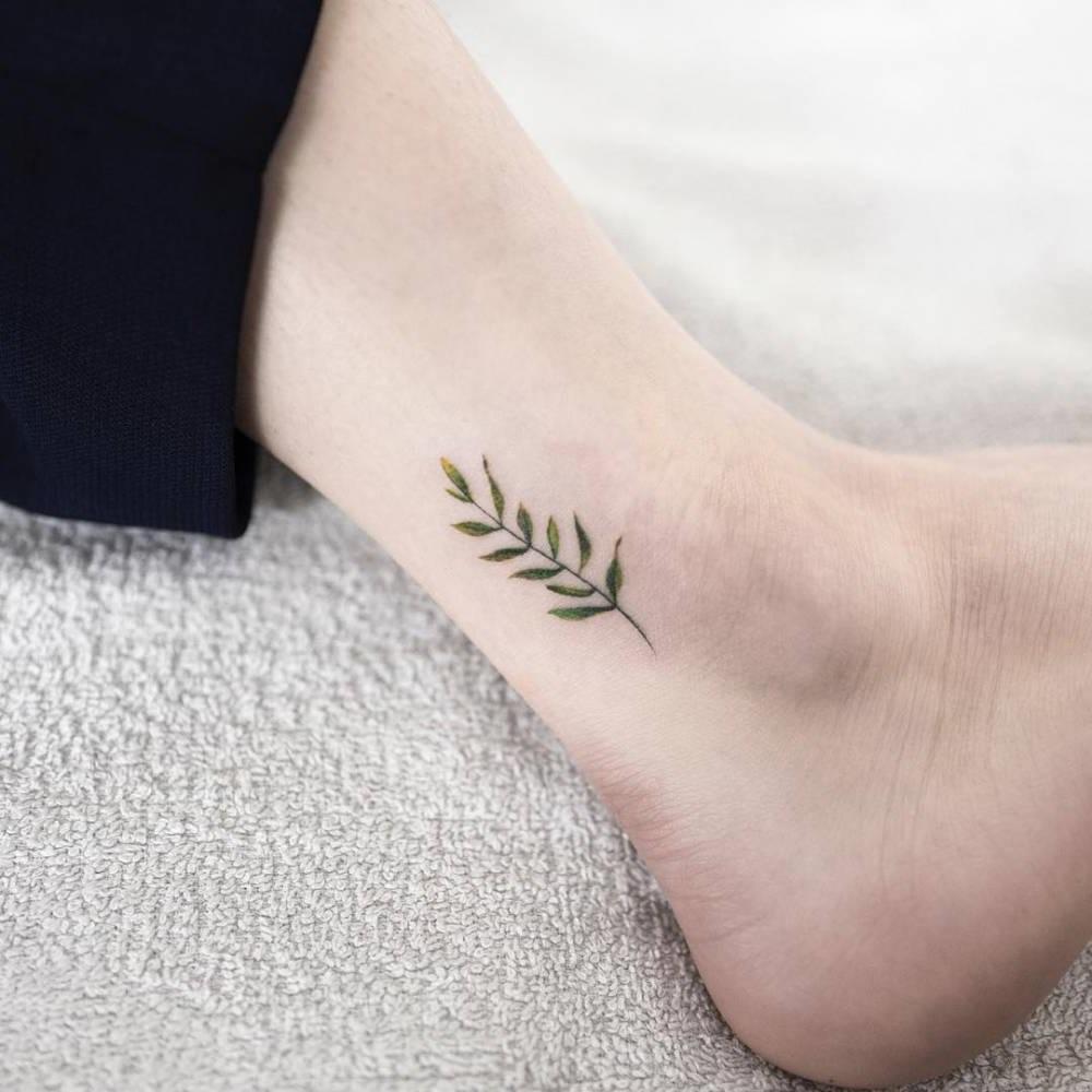 Idées mini tatouages pour femme.
