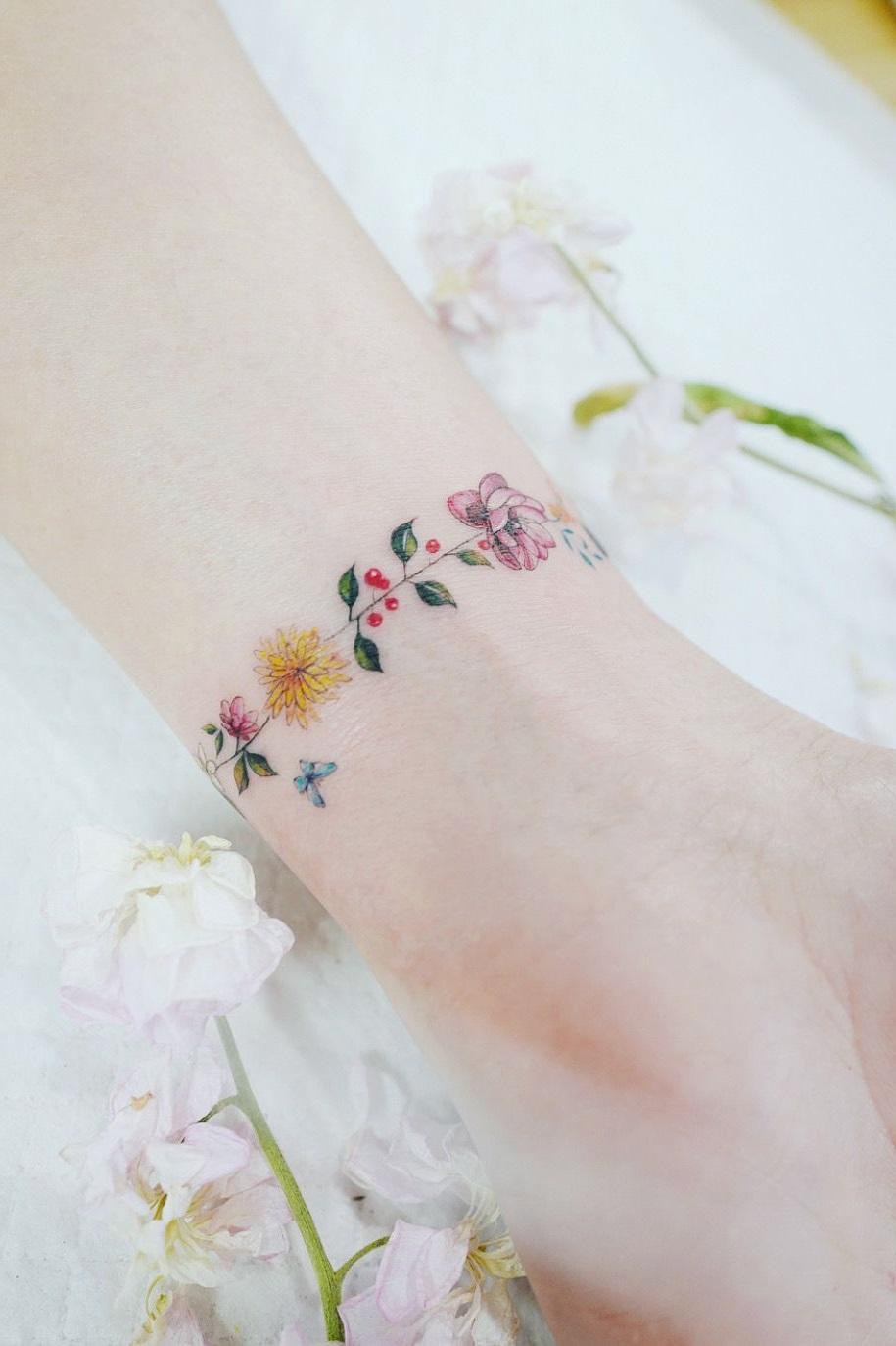 Dessin floral multicolore.