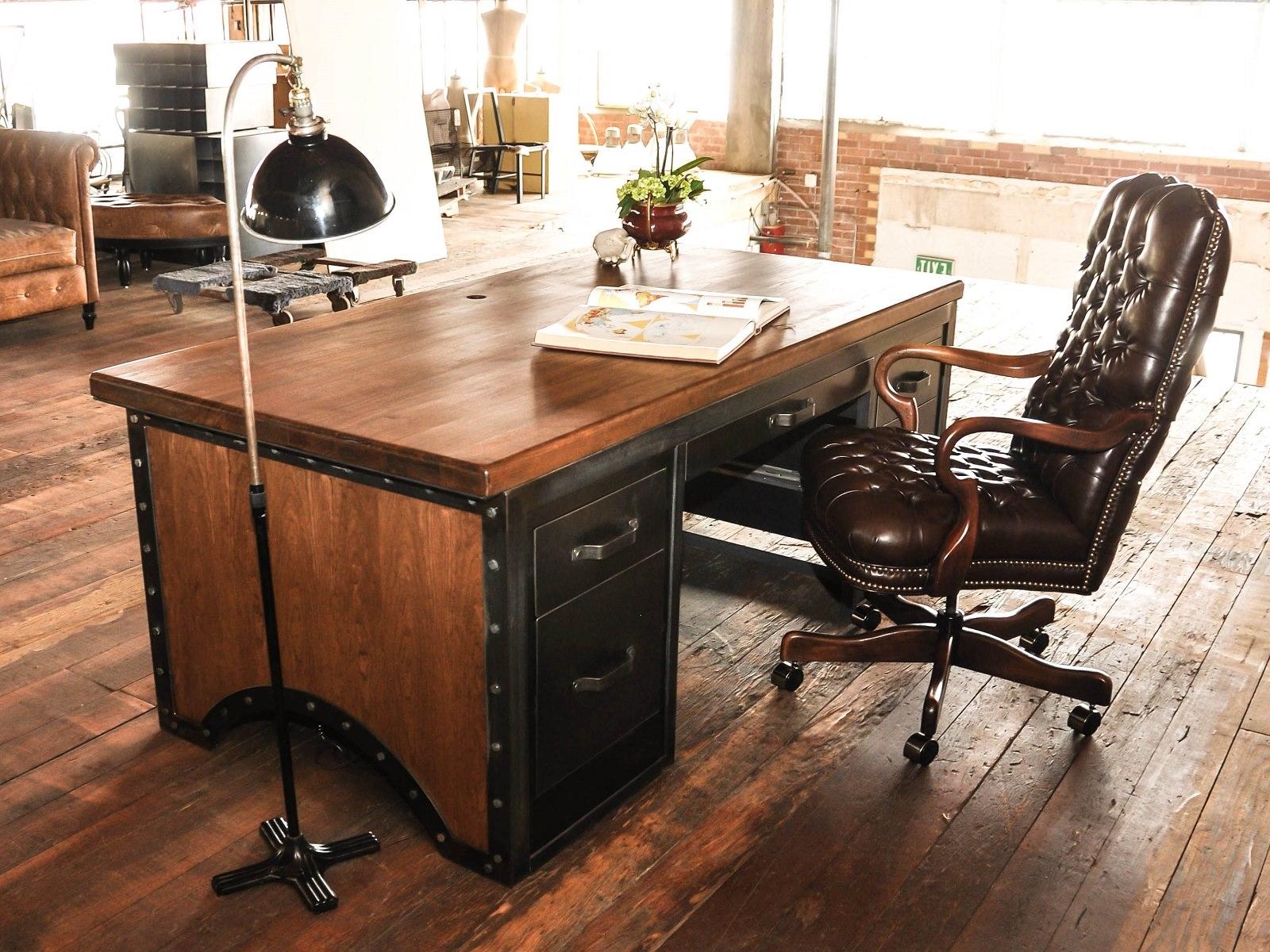 Essuyez le bureau avec une étamine ou des serviettes en papier.