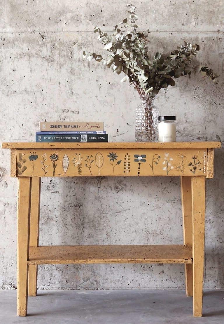 Si de la poussière adhère toujours à la surface du bureau après le ponçage, cela peut entraîner une peinture rugueuse.
