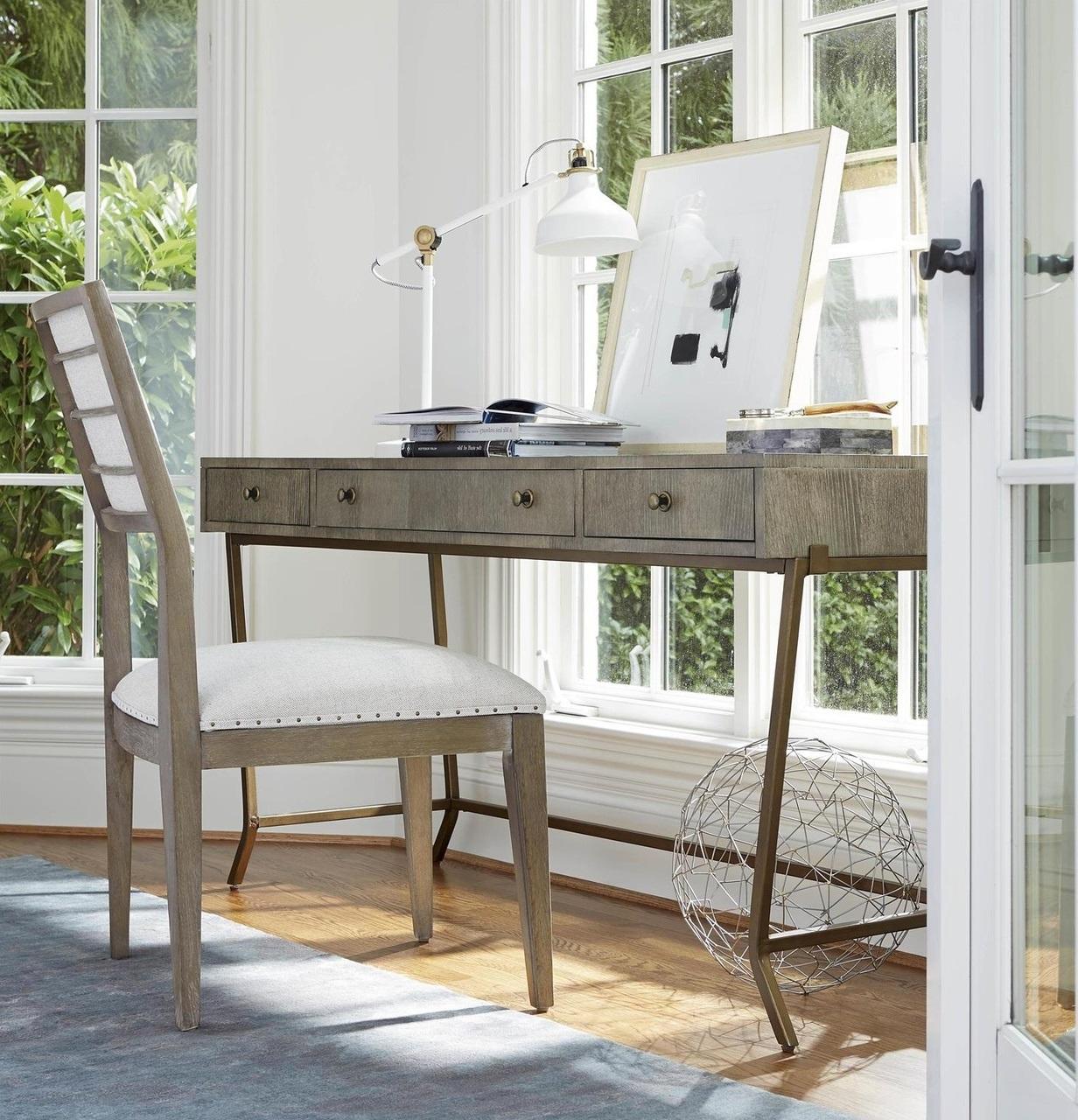 Si votre bureau est en bois non fini, patiné, verni ou en bois comme le cèdre, vous devriez opter pour un apprêt à base d'huile.