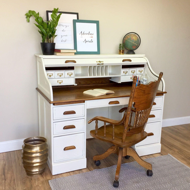 Repeindre un bureau en bois.