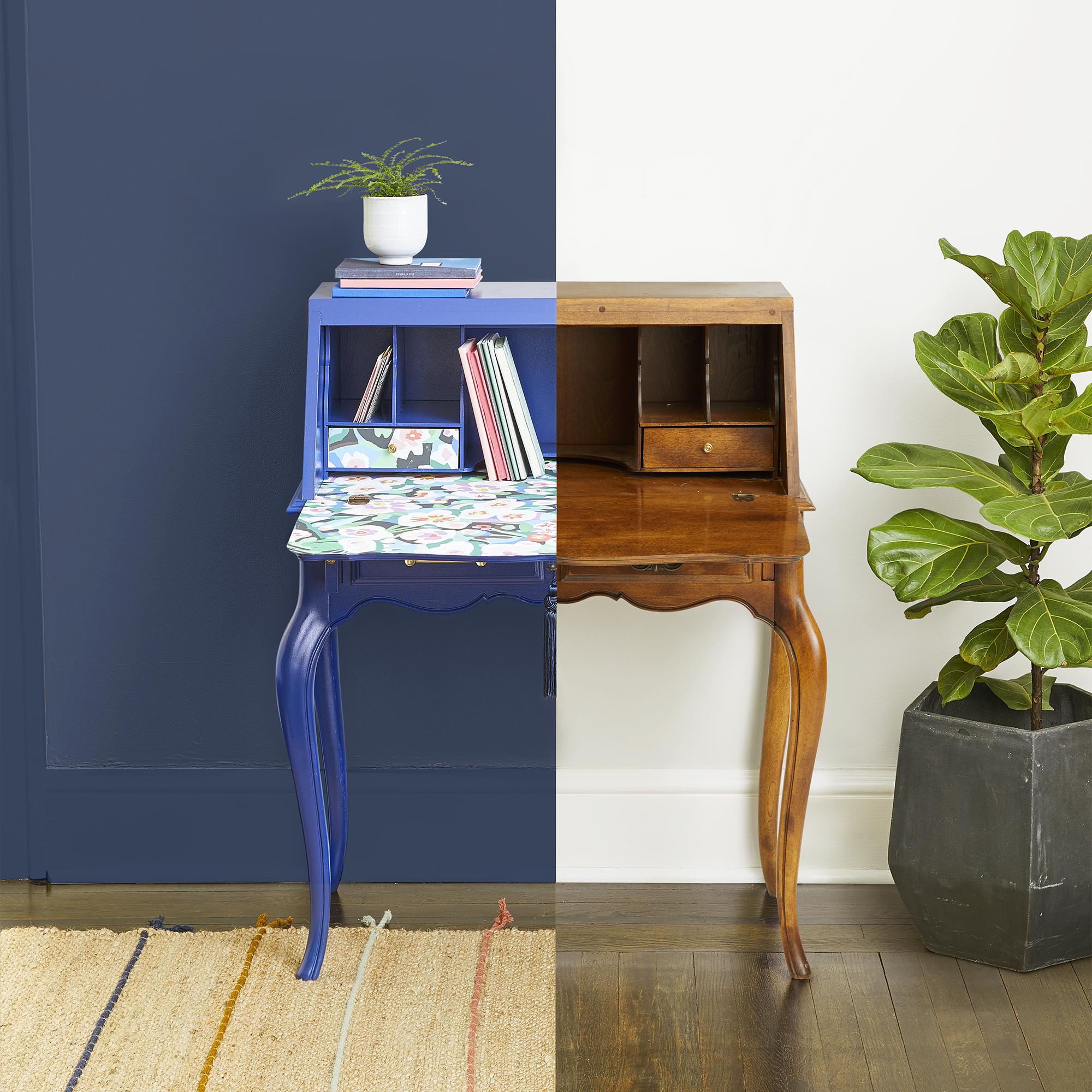 Repeindre un bureau en bois en quelques étapes simples.