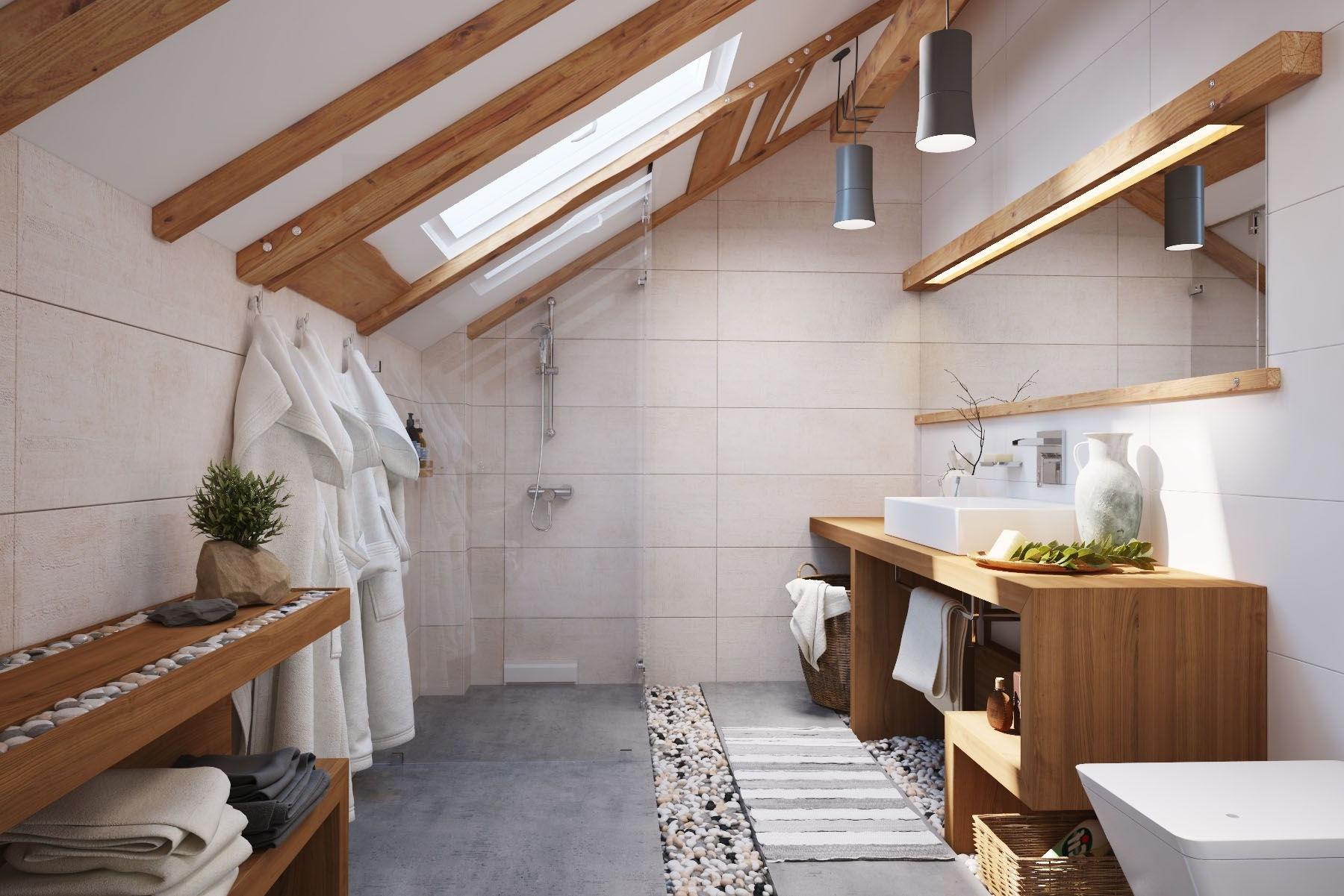 Une caractéristique pratique de cette salle de bain sont les fenêtres qui laissent entrer la lumière naturelle.